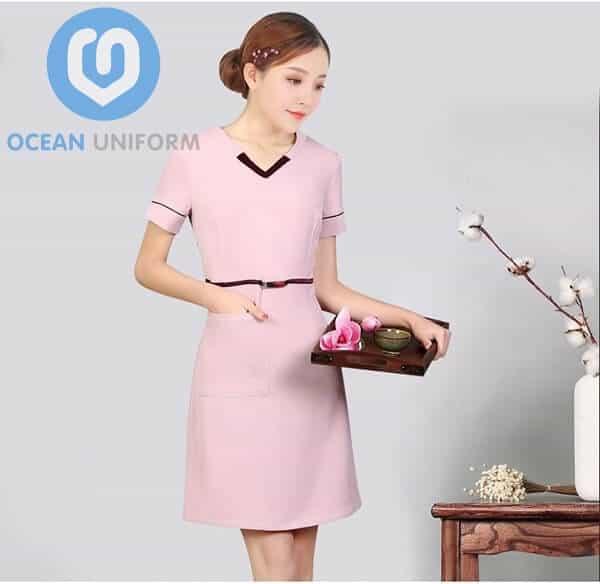 Hình ảnh đồng phục nhân viên Spa váy liền màu hồng
