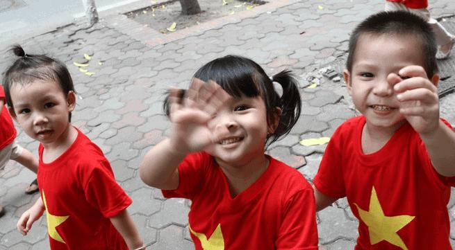 Lựa chọn áo cờ đỏ sao vàng phù hợp với lứa tuổi