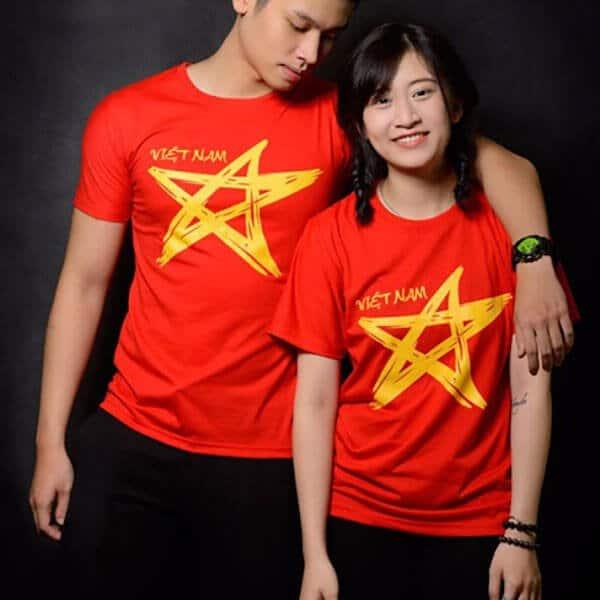 Áo cờ đỏ sao vàng cách điệu, ngọt ngào cho đôi tình nhân trẻ