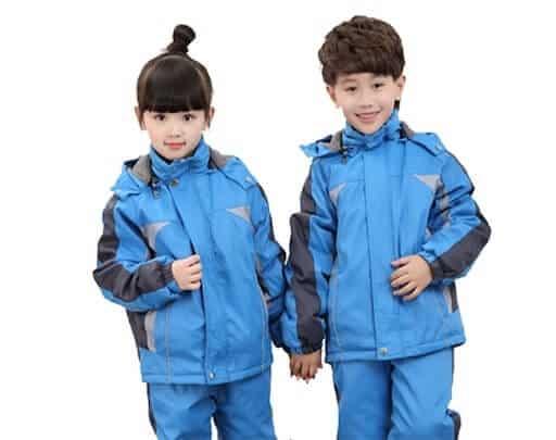 Áo gió dày dặn giúp trẻ giữ ấm