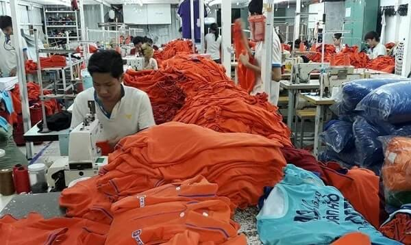 Áo thun công nhân tưởng giá rẻ mà không hề rẻ