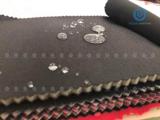 Bề mặt vải có khả năng chống thấm tốt