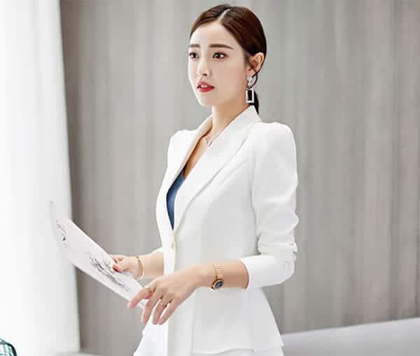 Áo vest trắng trang nhã tinh khôi cho quản lý nữ