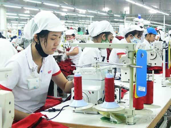 Đồng phục áo thun phù hợp với công nhân may