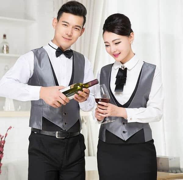 Đồng phục nhân viên phục vụ quán bar tone màu trắng xám kết hợp hài hòa