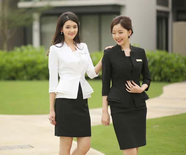 Đồng phục với áo vest và váy đi kèm trang nhã lích sự cho quản lý nữ