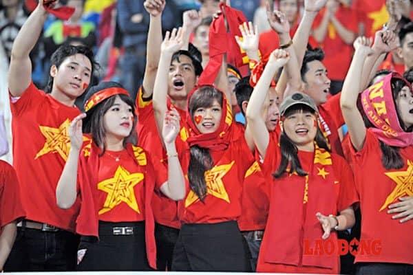 Áo cờ đỏ sao vàng đi cổ vũ bóng đá
