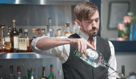 Concept áo sơ mi và ghile có thể áp dụng cho cả nam và nữ khi may đồng phục quán bar