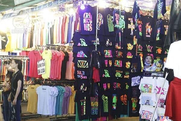 Chợ Ninh Hiệp là địa điểm bán nhiều mặt hàng đồng phục lớp được một số bạn trẻ lựa chọn