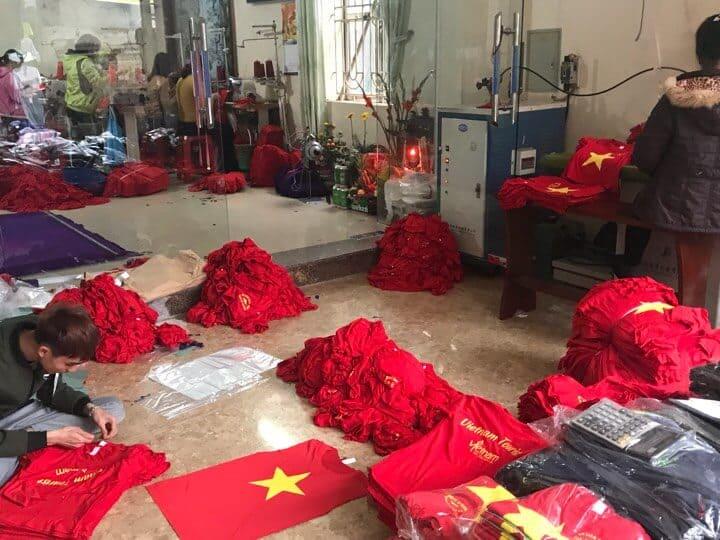 Áo cờ đỏ sao vàng kém chất lượng