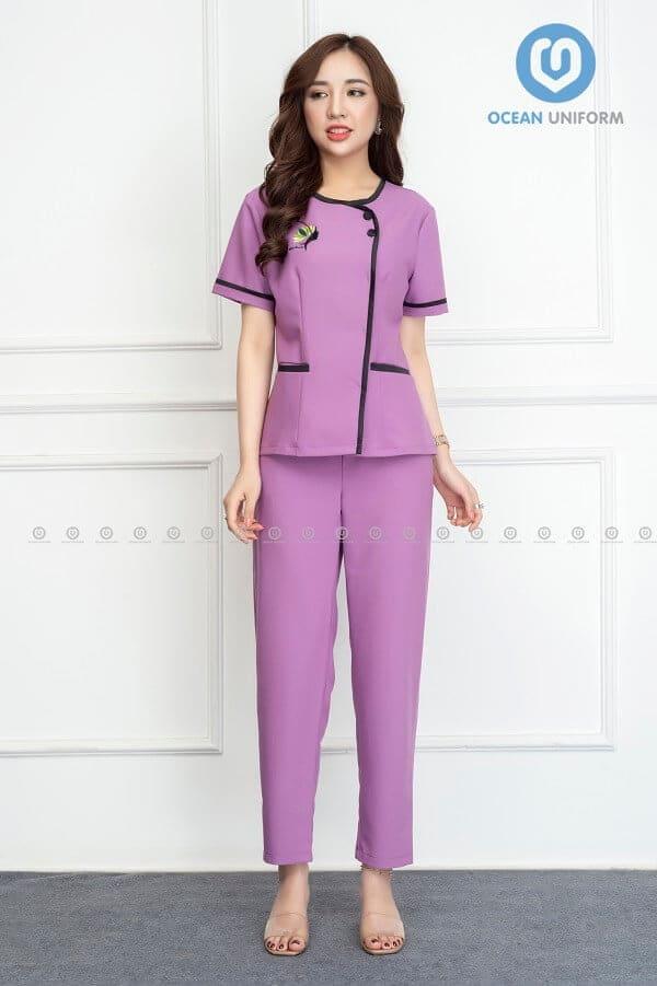 Đồng phục với tông màu hồng phổ biến