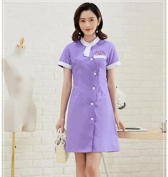 Váy xanh nhân viên thẩm mỹ viện