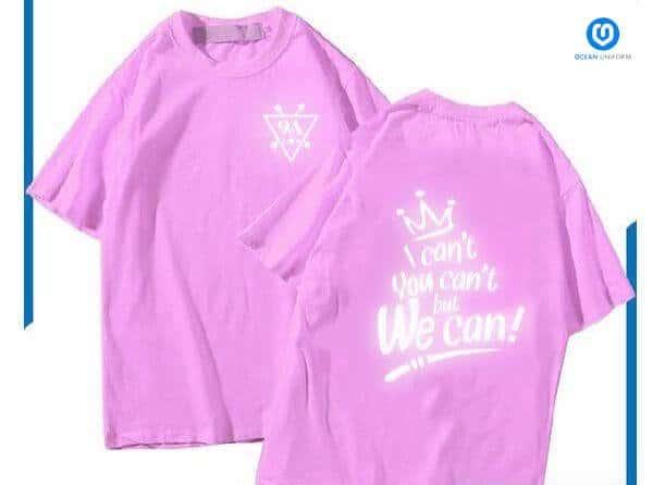 Sắc hồng phấn dễ thương và chữ in phản quang là lựa chọn hoàn hảo cho những tập thể lớp có đông các bạn nữ.