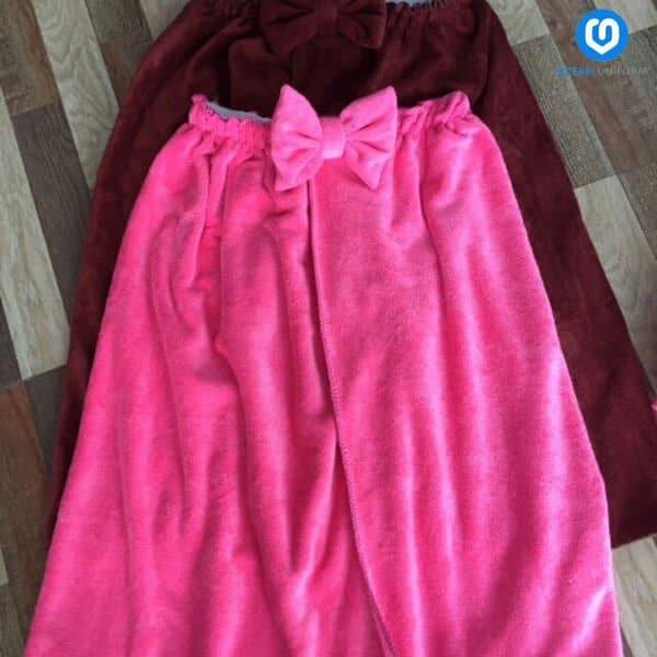 Mẫu áo váy quây spa hồng gắn nơ xinh