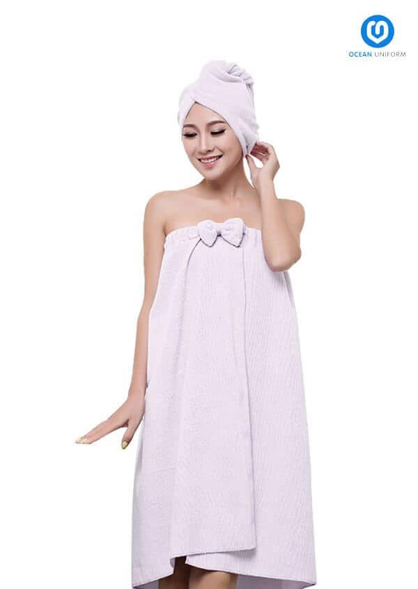 Thiết kế ôm sát phần ngực, dài rộng ở nửa thân dưới đem lại cảm giác chắc chắn và thoải mái cho người mặc