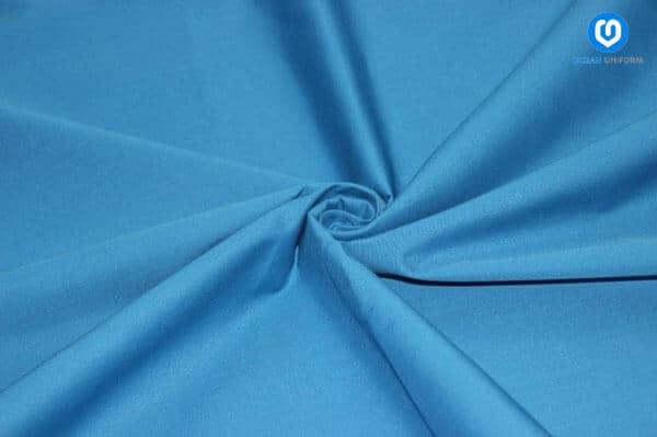 Vải thun lạnh có bề mặt bóng loáng và thường đem lại cảm giác mát tay khi sờ vào.